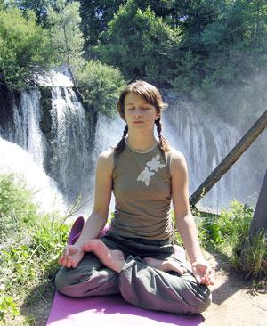 Meditacija ispred čarobnih slapova